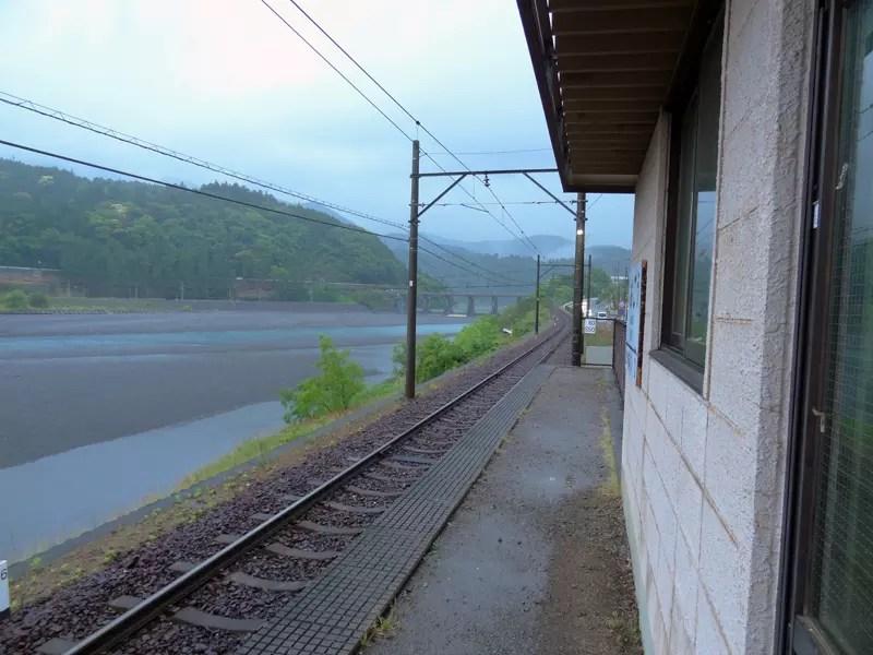塩郷の駅舎です。これが在ってよかった。雨宿り・・・。