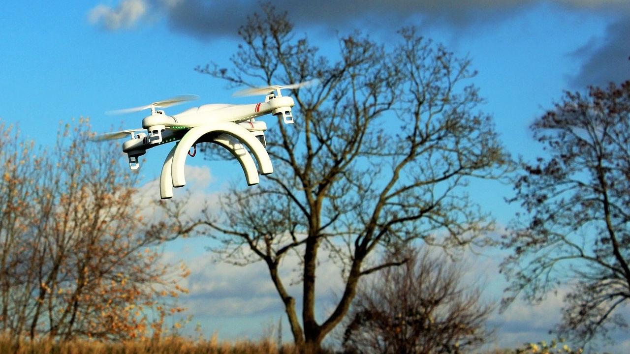 Foto de un dron en el aire