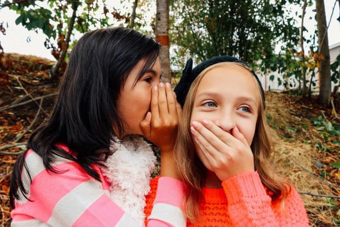 chicas conversando
