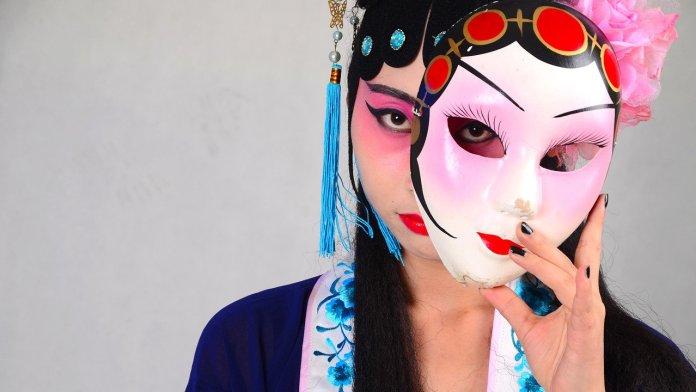 Chica mascara