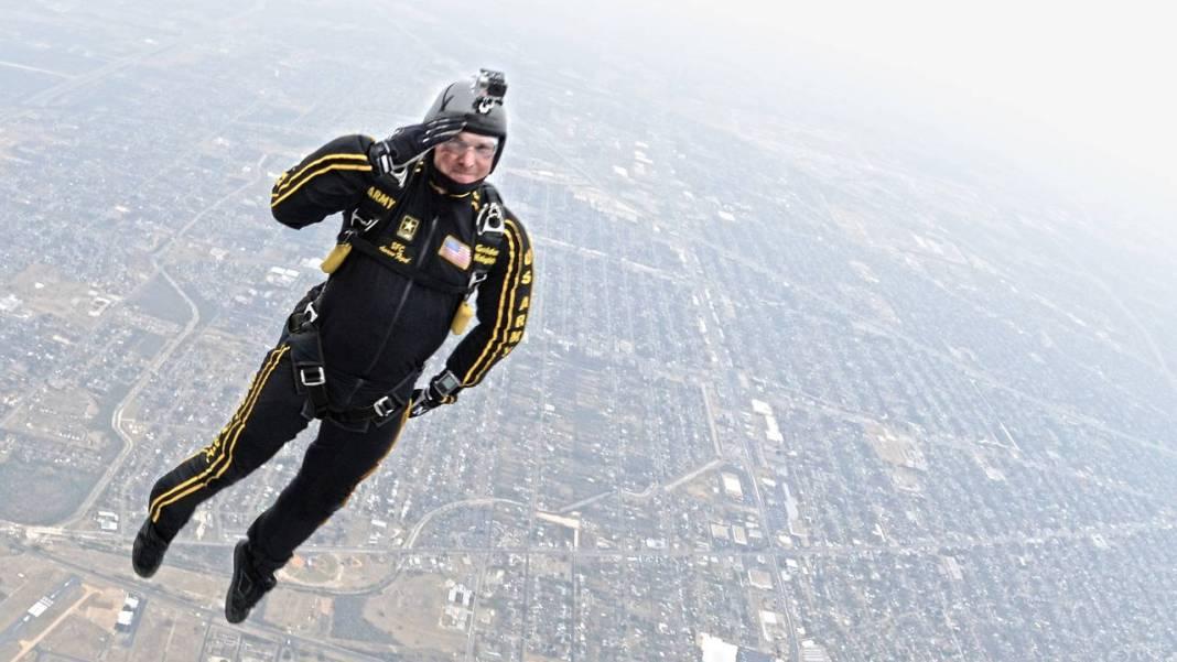 dron-salto-paracaidas