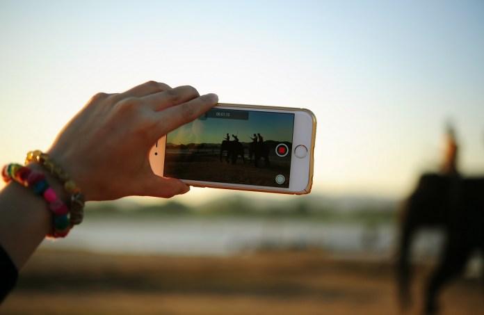 Imagen de una persona tomando un foto