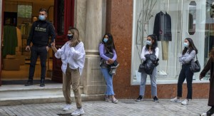 Masks, a social distance from 60% of people can curb the spread of Covid