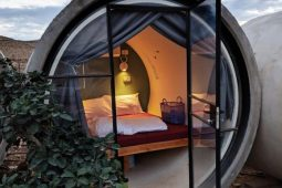 Capsule hotel in the desert – Naot Farm
