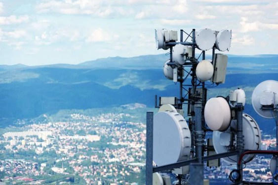 Las telecomunicaciones han permitido la comunicación entre diversos grupos de personas sin importar las distancias y regiones geográficas.