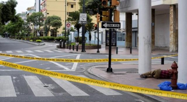 Pesadilla por el coronavirus en Guayaquil: tiran a la calle a los ...