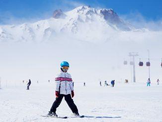 turkiyenin pist lideri erciyes kayak merkezinde kayak keyfi suruyor