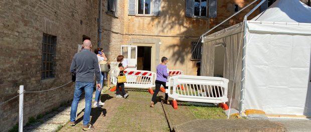I gazebo dove vengono effettuati i test sierologici volontari all'Università di Urbino