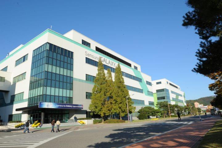 fábrica de móviles en Corea del Sur COVID19