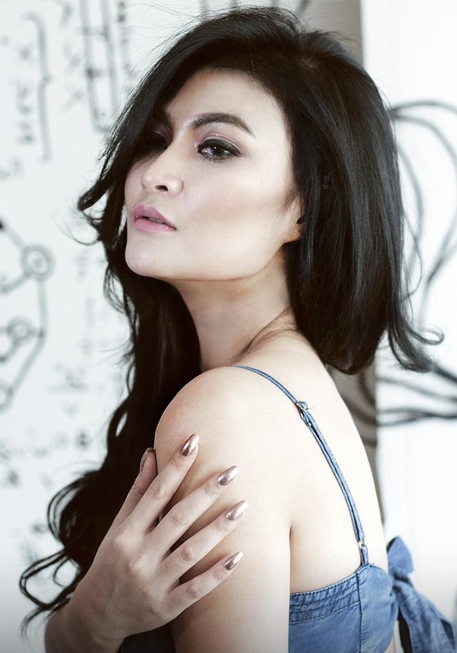 Si Penggila Pria Korea Itu Adalah Amalia Lee