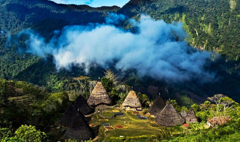 Perjalanan Spiritual Menuju Tempat Adat Tertinggi di Pulau Flores