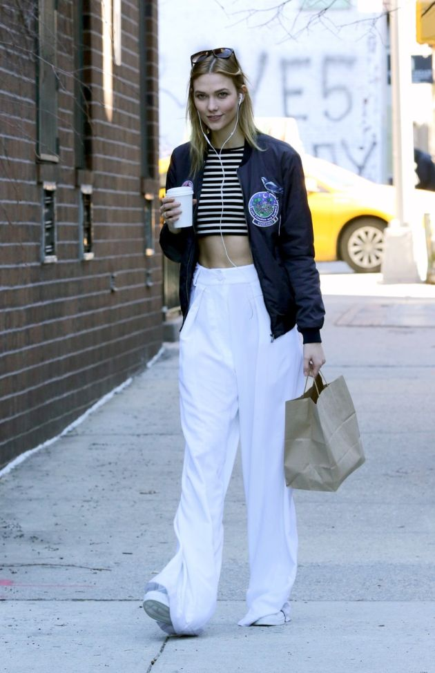 February 18 2016, New York City Model Karlie Kloss bares her tummy as she gets a coffee in the West Village on February 18 2016 in New York City By Line: Zelig Shaul/ACE Pictures ACE Pictures, Inc. tel: 646 769 0430 Email: info@acepixs.com, Image: 274690439, License: Rights-managed, Restrictions: , Model Release: no, Credit line: Profimedia, Acepixs