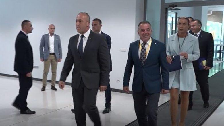 Një vit qeverisje, analistët: Haradinaj kishte më shumë skandale se suksese (Video)