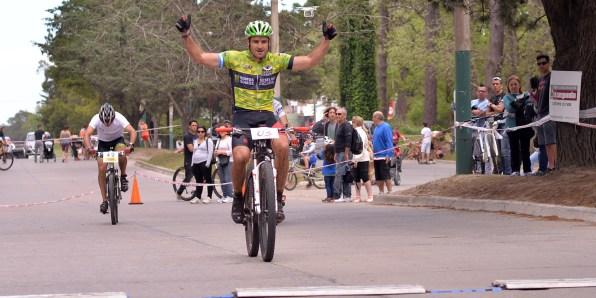 Gastón Larralde, el gran ganador. (Fotos Ricardo Stinco)