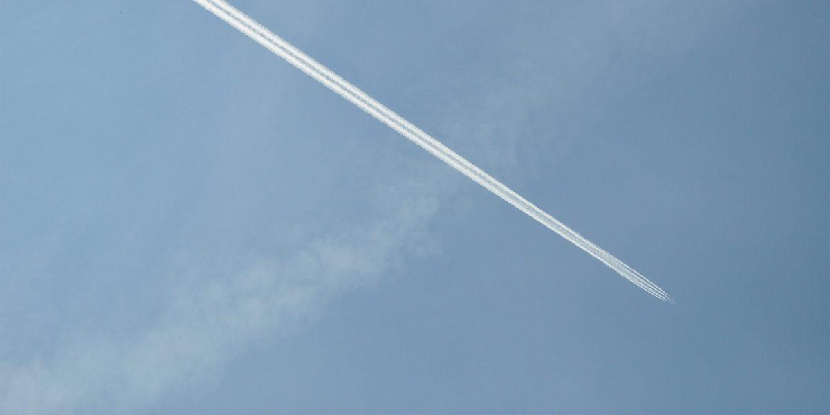 Volar sigue teniendo el mayor impacto de efecto invernadero por distancia recorrida.