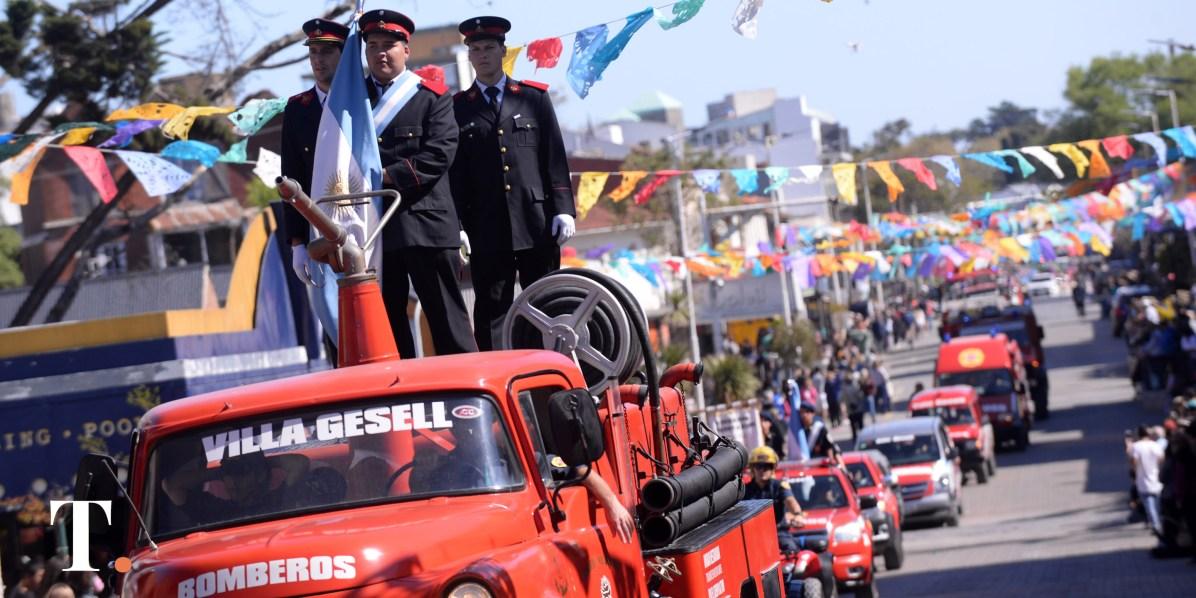 Los Bomberos geselinos hicieron la apertura del desfile (Fotos Ricardo Sitnco).