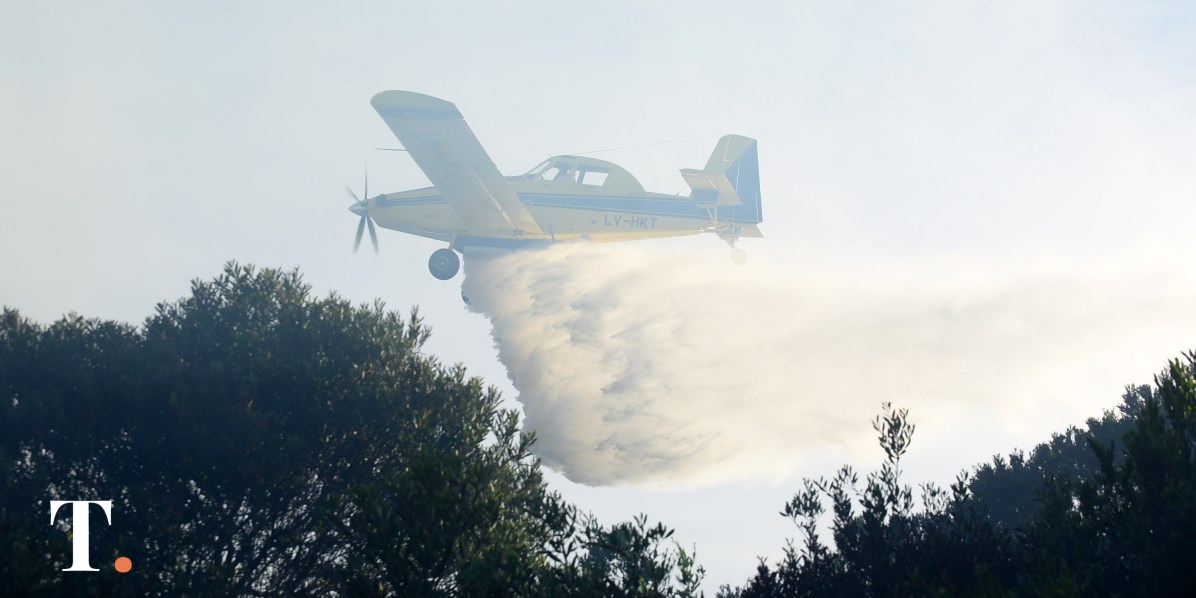 Uno de los dos aviones hidrantes que participaron del operativo. (Fotos Ricardo Stinco)