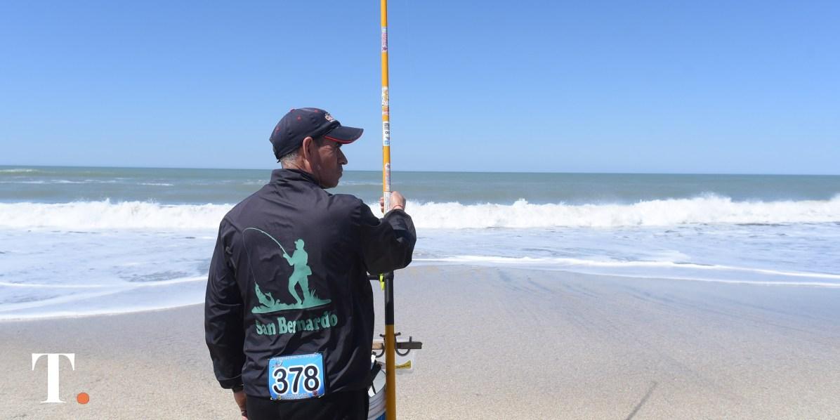 Pescadores de toda la región se acercaron a la costa geselina (Fotos Ricardo Stinco).