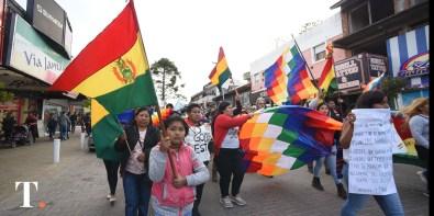 En Villa Gesell la comunidad se movilizó en solidaridad con el pueblo boliviano (Foto Ricardo Stinco).