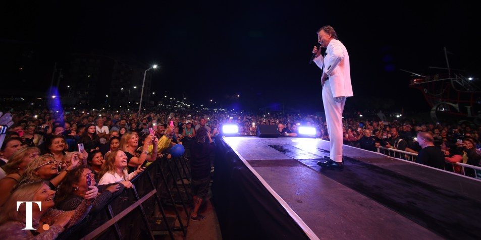 'Palito' Ortega tocó ante una multitud en Santa Teresita en enero (Fotos Ricardo Stinco).