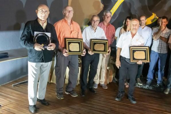 La entrega de plaquetas en homenaje a los bomberos pioneros.