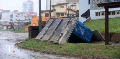 Cortes de luz, anegaciones y destrozos varios durante el temporal (Fotos Ricardo Stinco).