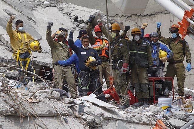 Sigue la remoción de escombros en busca de vida en México.