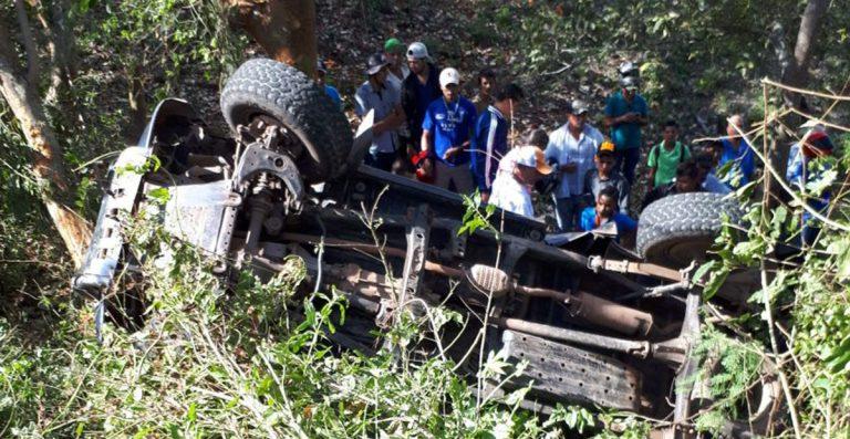 4 muertos y varios lesionados dejó el vuelco de una camioneta.