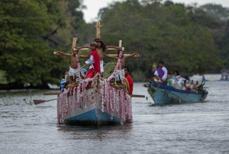 El Gran Lago de Nicaragua acoge el Vía Crucis acuático con la imagen de Jesucristo
