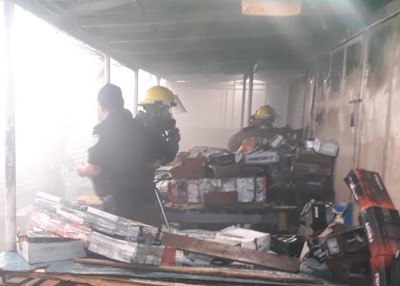 Incendio en el mercado Oriental deja daños materiales