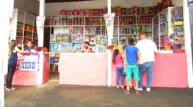 Policía establece regulaciones y prohibiciones para la venta de pólvora.