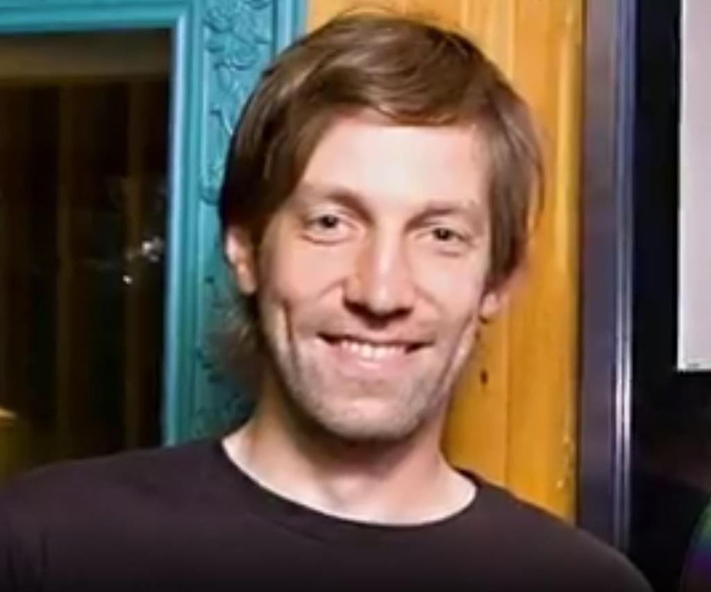 Muere famoso DJ y compositor,junto con su esposa al ser arrastrado por una ola gigante en Australia