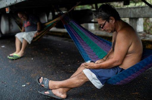 Camioneros centroamericanos atrapados en frontera Nicaragua-Costa Rica por pandemia