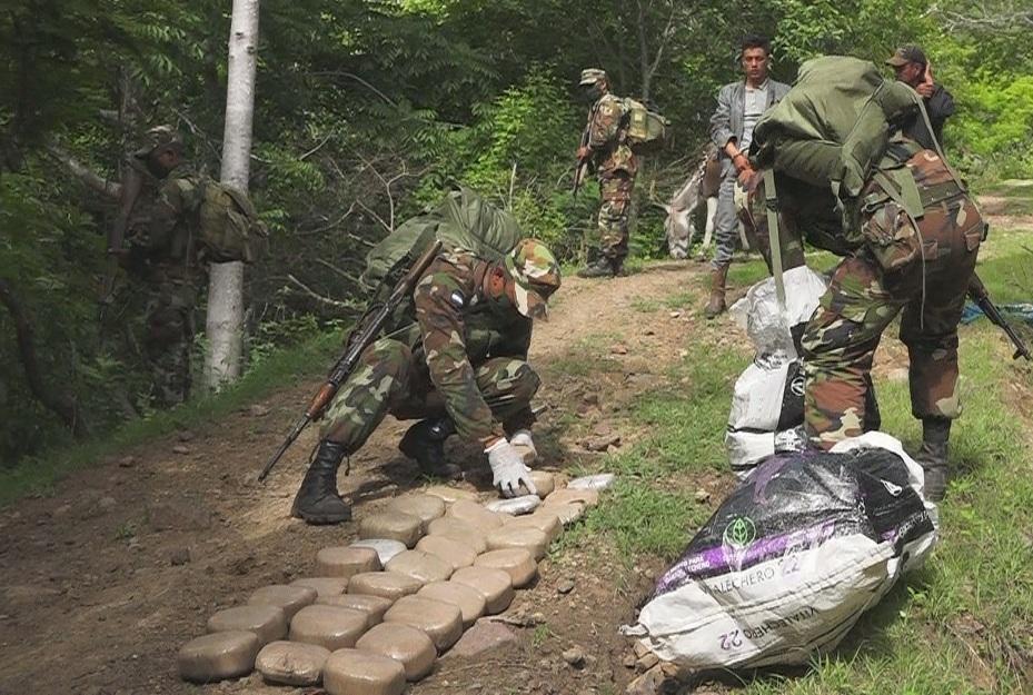 Ejército de Nicaragua incauta 62 paquetes de marihuana en frontera con Honduras.