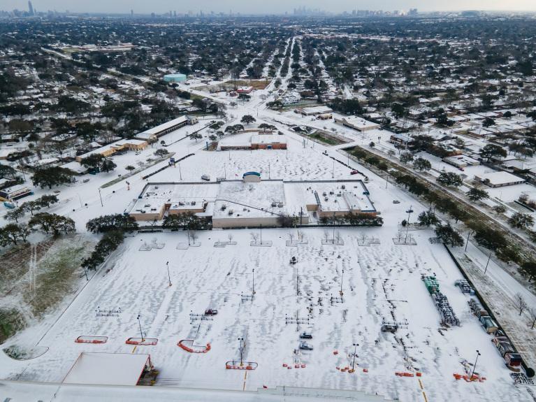Al menos 47 muertos y millones sin electricidad por tormenta invernal en EE.UU.