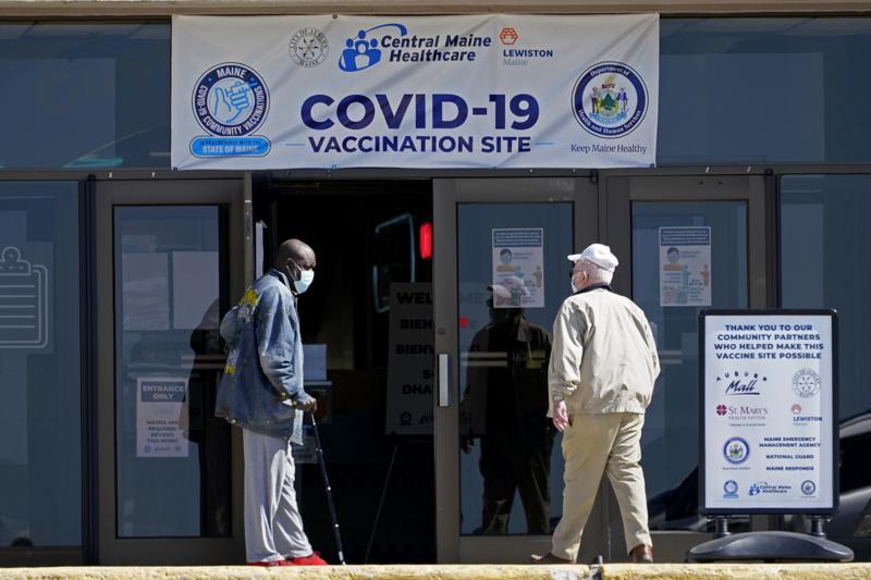 Variante de COVID se extiende y menos gente se vacuna en EEUU