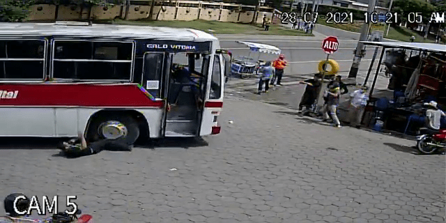 Conductor de bus urbano se estrella tras sufrir infarto en Estelí