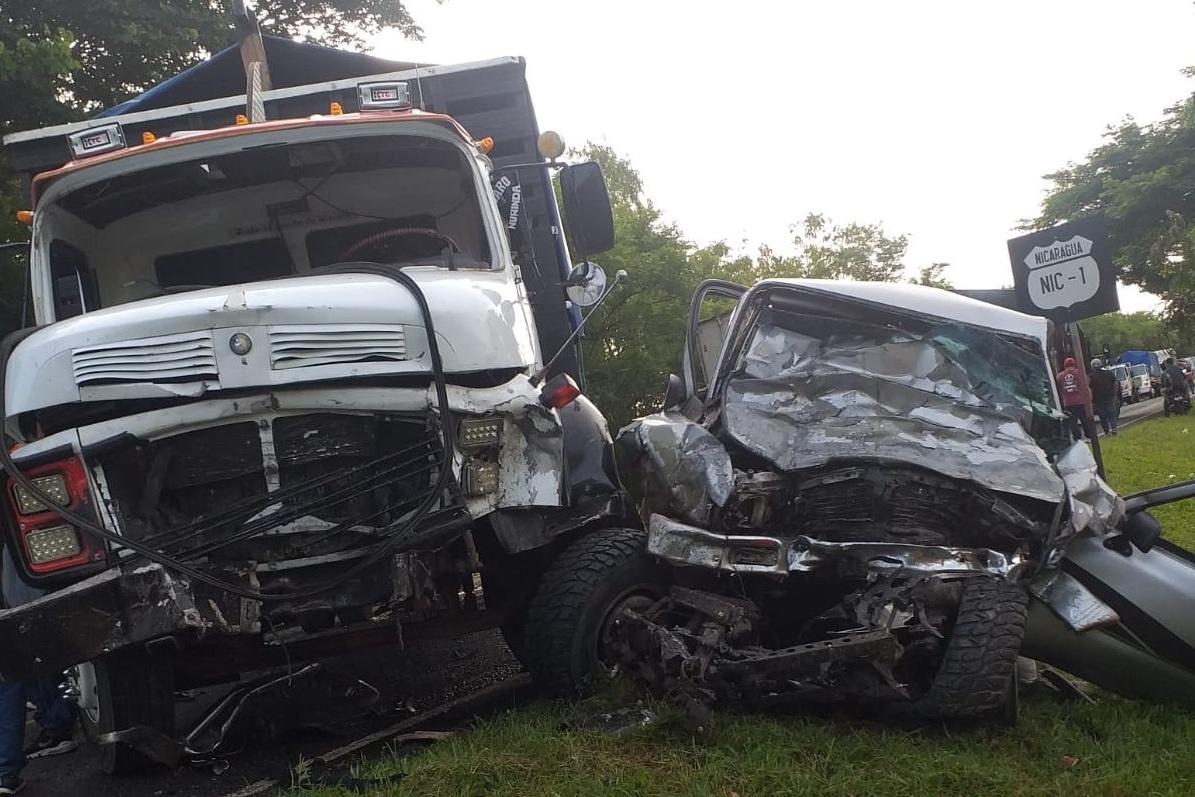 Tres personas fallecidas en accidente de tránsito en San Isidro