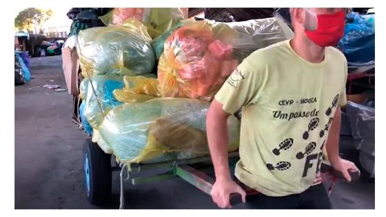 Imagem na cooperativa de catadores de materiais recicláveis do Glicério