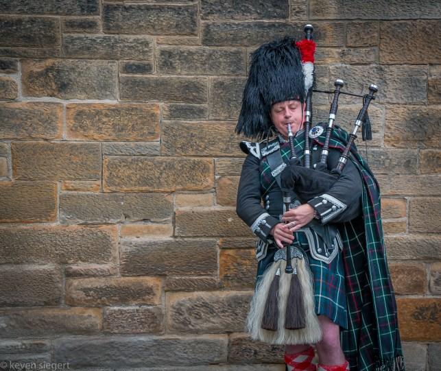 Edinburgh Bagpiper