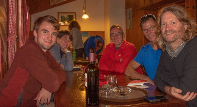 Fun dinner companions! Mike and Patti from Brisbane, Australia and Dave, Dave (and Emmy) from Baton Rouge, USA