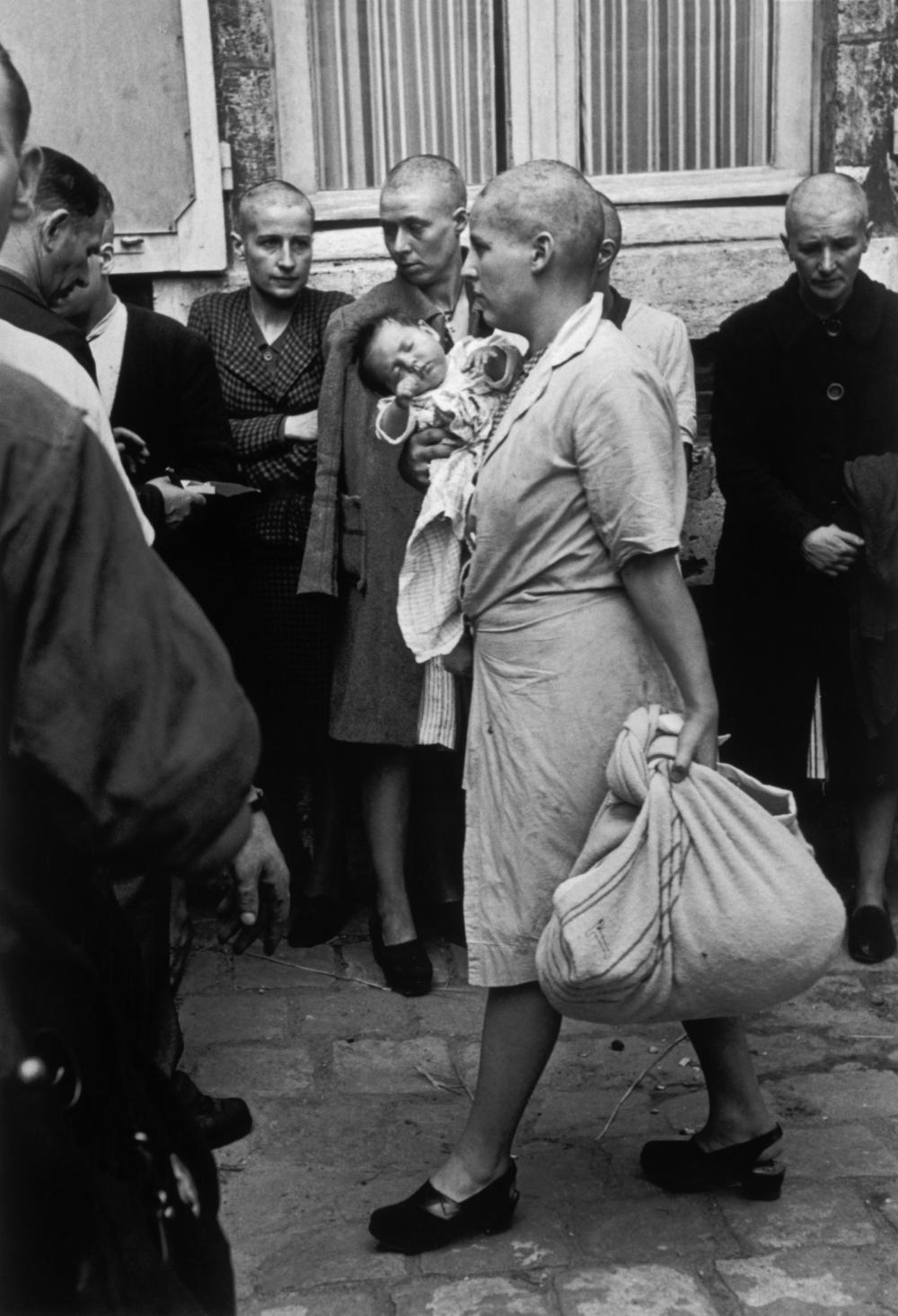 """Que Sont Devenues Les Femmes Tondues : devenues, femmes, tondues, Tondue, Chartres"""",, Immortalisée, Robert, L'histoire, Simone, Touseau,"""