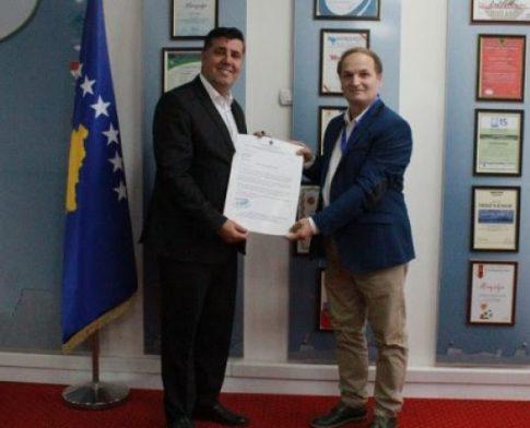 Lutfi Haziri shpallet Figurë e paqes në Kosovë