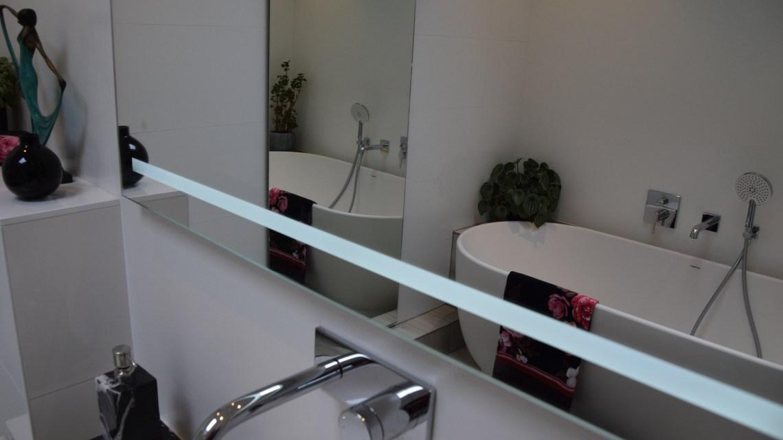 Binnenkijken in de Scandinavische gastenbadkamer van mijn ouders
