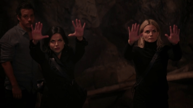 a screencap of regina (played by lana parrilla) and emma (played by jennifer morrison) doing magic together
