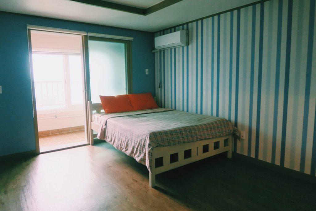 Yellow Submarine Guesthouse private room, Seongsan-ri, Jeju Island