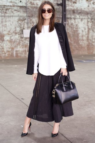 Give-black-white-summery-spin-lightweight-fabrics