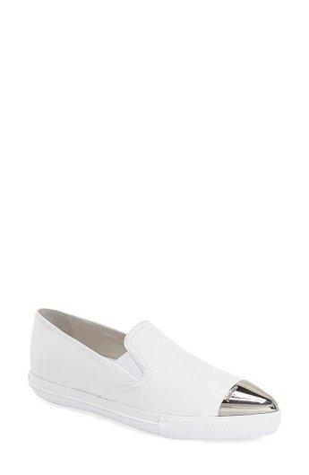 Miu-Miu-Metal-Cap-Toe-Skate-Sneaker-495 -dra-på