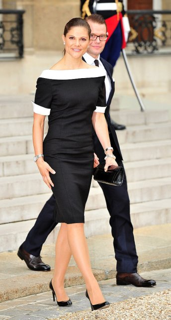 She-Can-Work-Sophisticated-Black-White-Look