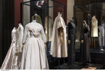 Sidenbröllopsklänningen av Dior, -59